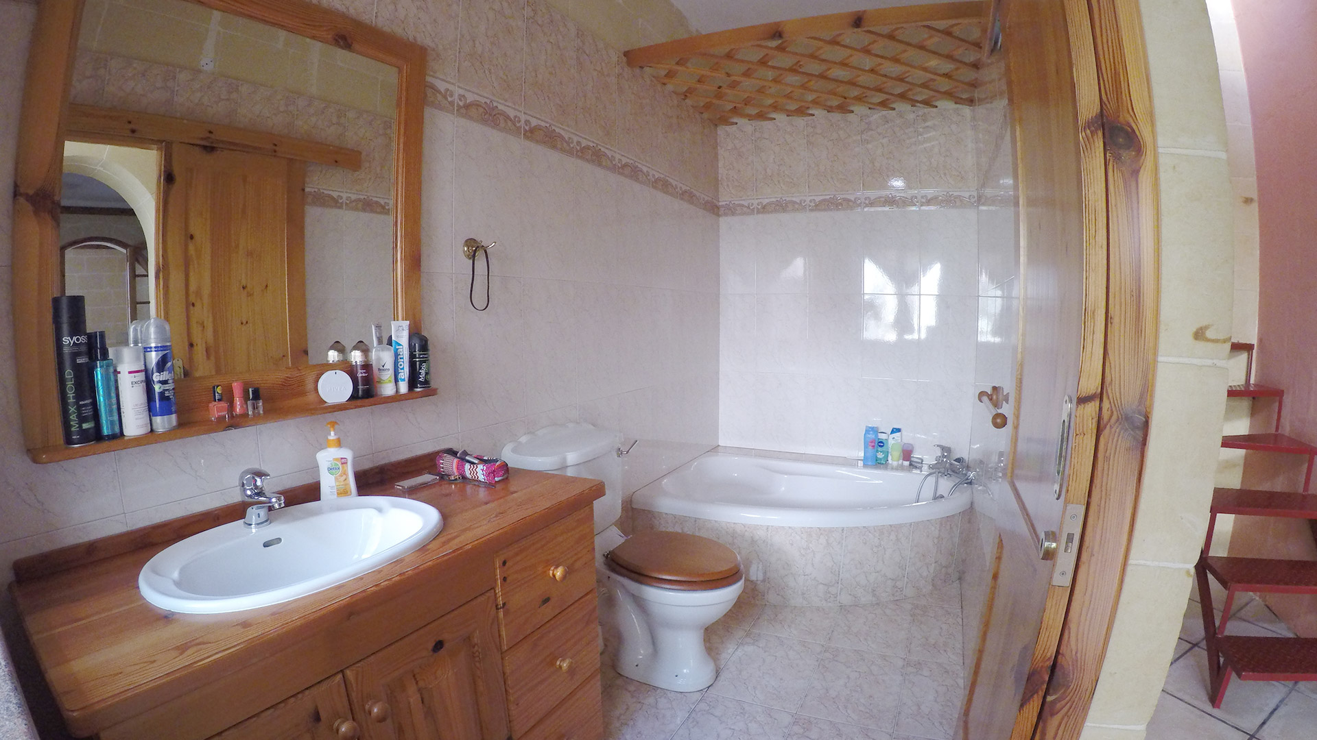 First bathroom with bathtub Gozo Vacation
